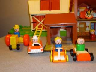 Lot Vintage FISHER PRICE LITTLE PEOPLE~BARN~HOUSE~FIGURES~ACCESSORIES