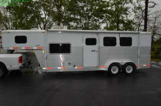 UNIVERSAL EXISS SPORT ES307 THREE HORSE TRAILER W/ LIVING QUARTERS
