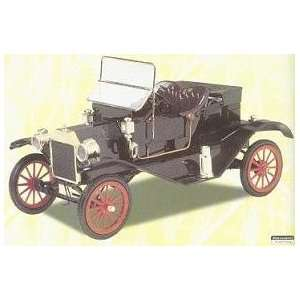 Lindberg 1/16 1910 Ford Model T Runabout Kit Toys & Games